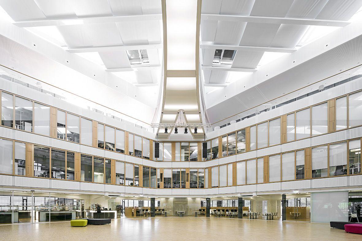 Lichthof im Hauptgebäude der BGV Badische Versicherungen in Karlsruhe