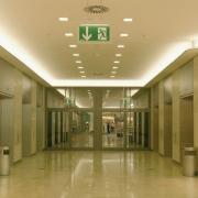 Neue Norm DIN EN 1838 für Notbeleuchtung