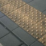Barrierefreies-Bauen-Noppenbodenplatten